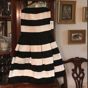 Black:white dress
